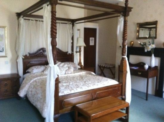 Bank House Hotel: the bed