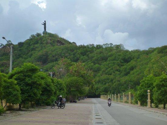 Cristo Rei: こんな感じで丘の上に