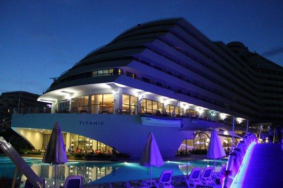 Titanic Beach Lara Hotel: main hotel
