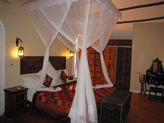Azanzi Beach Hotel: Our bedroom.