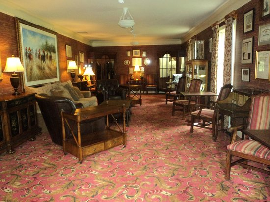 Beaumont Inn: Lounge Area