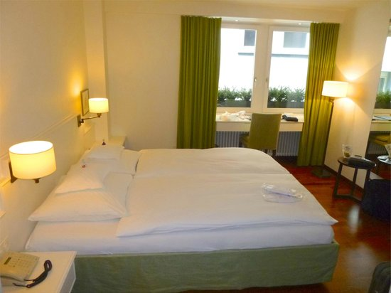 Hotel Helmhaus : comfortable bedroom
