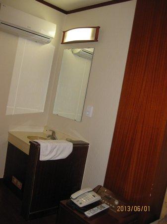 New Boolim Tourist Hotel : バスルームとは別にある洗面台