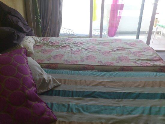 HOMEnFUN Formentera Suites: Camas