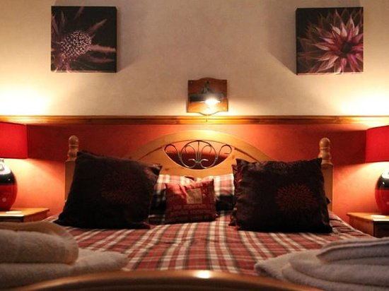 Corrieview Lodges: The Master Bedroom in Lodge 1