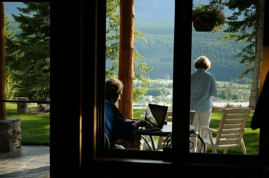Le Beausoleil Bed and Breakfast : Lovely patio
