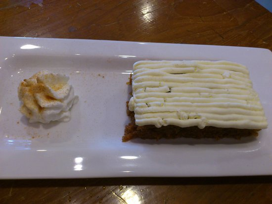 Moka Coffee & Gallery : Delicious carrot cake