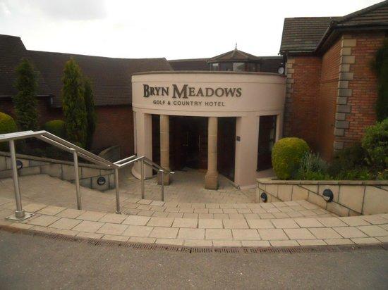 Bryn Meadows Golf, Hotel & Spa: hotel entrance