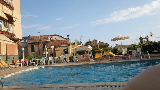 Residence Olivotti: Piscina