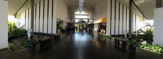 Novotel Manado Golf Resort & Convention Centre: Novotel Main Entrance / Lobby Area