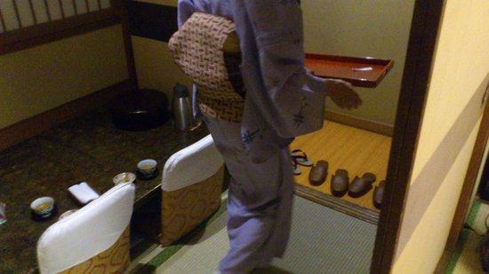 Nantenen: Room service
