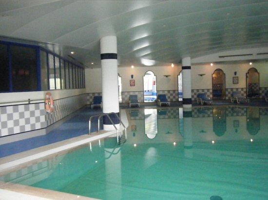 The Jardins d'Ajuda Suite Hotel: La piscine interieur