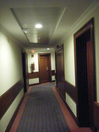 The Jardins d'Ajuda Suite Hotel: Les couloirs
