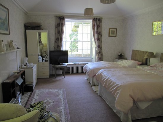 Foxghyll Guesthouse: bedroom with spa bathroom