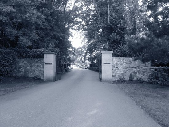 Finnstown Castle Hotel: entryway