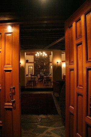 Idwala Boutique Hotel Johannesburg: abendlicher Blick in das Haupthaus