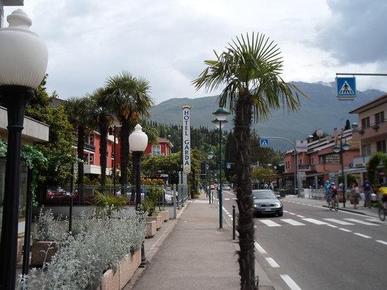 Hotel La Perla : The street