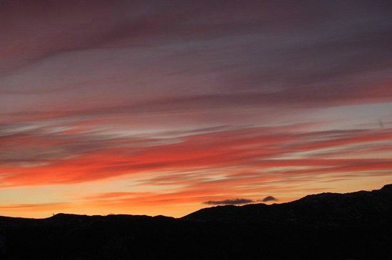 Kinnaird Woodland Lodges: springtime sunset