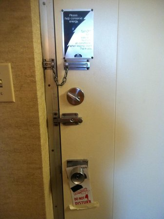 Black Horse Lodge and Suites: Front door locks. FOUR! Doesn't inspire a feeling of security