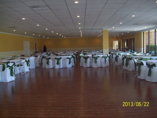 Express Inn & Suites: Absolutely beautiful ballroom and in our school colors