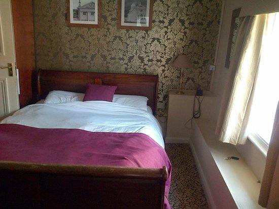 The Bell Hotel & Inn: Bedroom