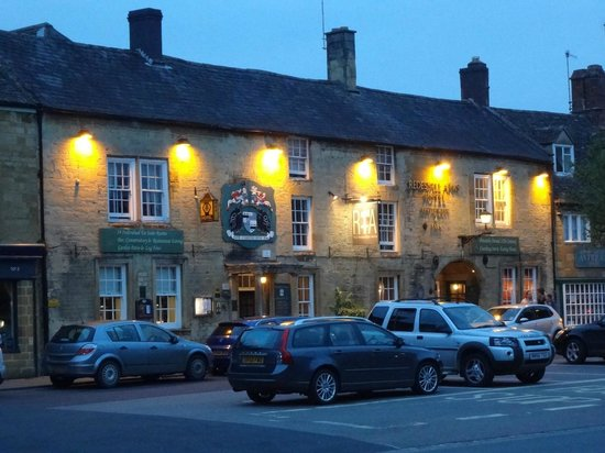 Redesdale Arms Hotel: Historic Hotel in Beautiful Small Town