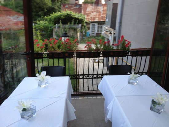 Hotel Angelo d'Oro: One of the outside dining areas
