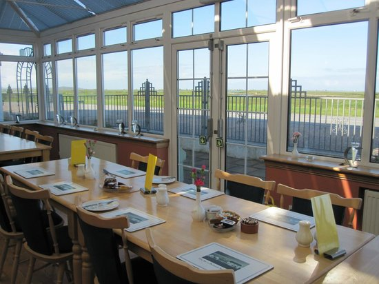 The Isle of Benbecula House Hotel: Lovely bright conservatory