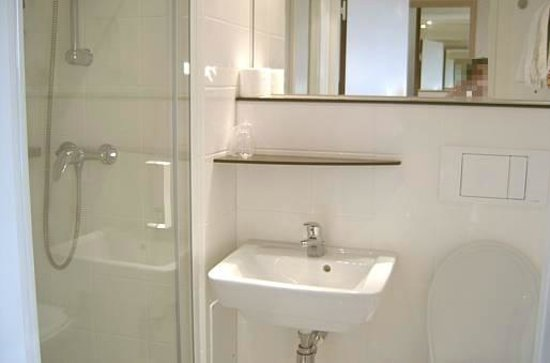 Premiere Classe Sens Nord - Saint Clément : Banheiro