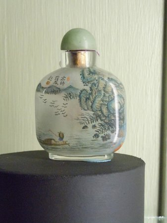 Centerville Historical Society Museum: Snuff Bottle-Painted on the inside!