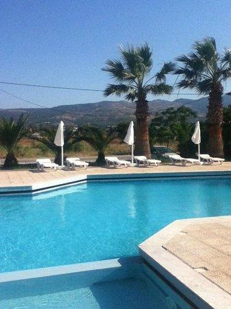 Ξενοδοχείο & Στούντιο Λεωνίδας: View of pool area