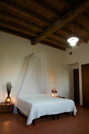 """Bed and Breakfast Cascina delle Mele : La camera """"Rossa d'armea"""""""