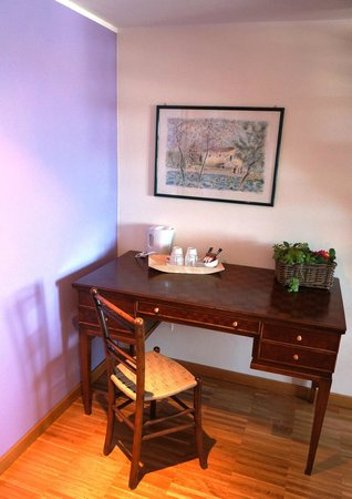 Bed and Breakfast Cascina delle Mele: Uno dei mobili d'epoca