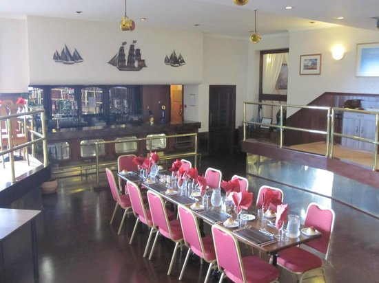 Tingle Creek Hotel: Unusual sunken dining room