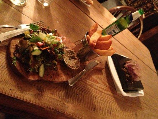 The Chetnole Inn: Steak on granite - lovely!