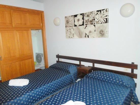 Maribel Apartamentos: the Room