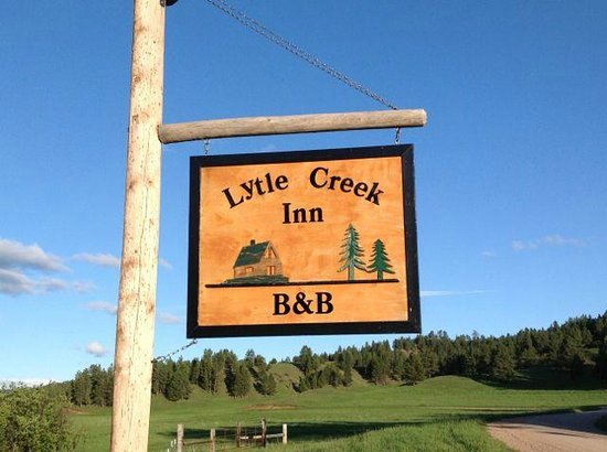 Lytle Creek Inn Bed and Breakfast : Entrance Sign - GPS coor in narrative
