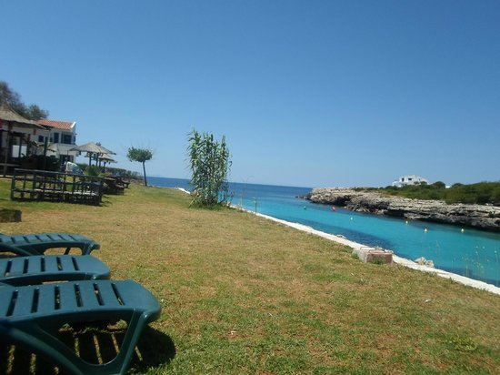 Maribel Apartamentos: Cala Blanca...a relaxing bar with a sea view