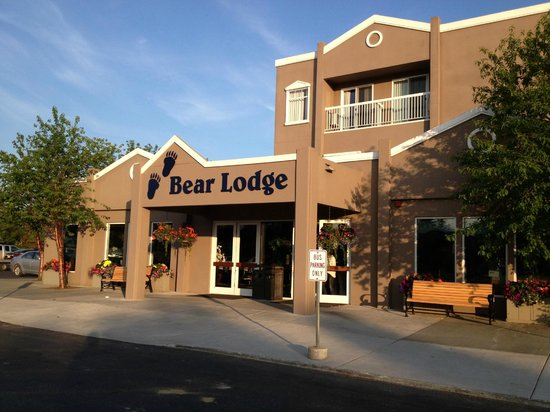 Wedgewood Resort: Bear Lodge at 10 PM on Midsummer night
