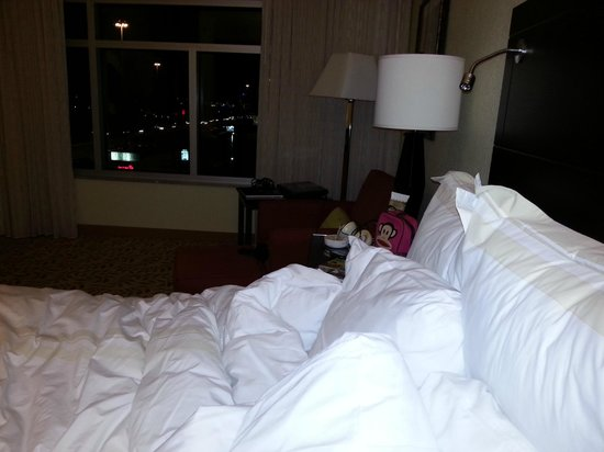 Houston Marriott Energy Corridor: Very spacious rooms, lots of room and lots of soft fluffy pillows!