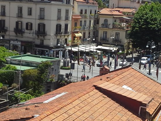 Hotel Palazzo Guardati : roof terrace looking at plazzo tasso