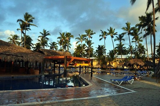 Sirenis Punta Cana Resort Casino & Aquagames: The pool the morning after a tropical storm