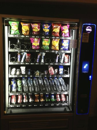 St Giles Heathrow - A St Giles Hotel: Vending machine.