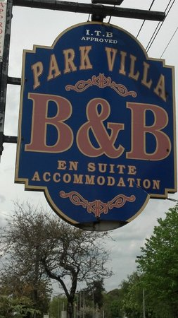 Park Villa B&B: Look for the sign