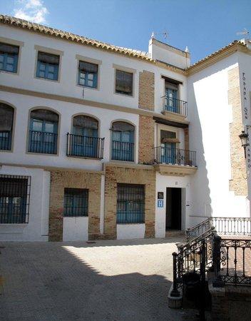 هوتل بوزادا سان فيرناندو: The exterior