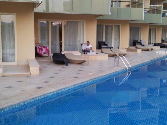 Valtur Club: la stanza con uscita su una piscina