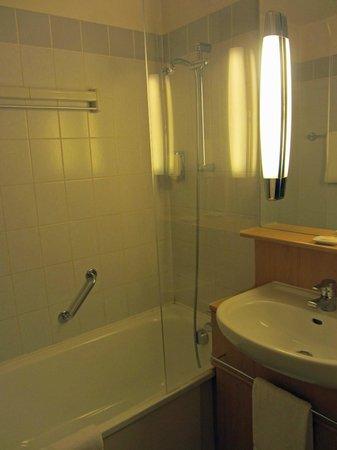 Citadines Presqu'île Lyon: Bathroom