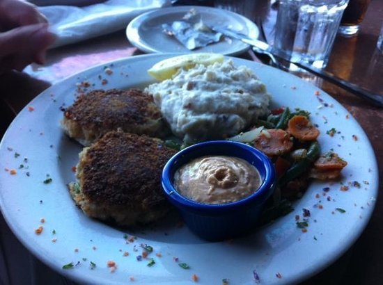 Yacht Club Broiler: The crab cakes were filling.