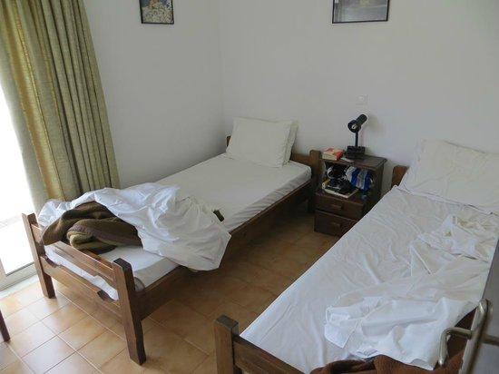 Tselios Apartments: Schlafzimmer (hinten)