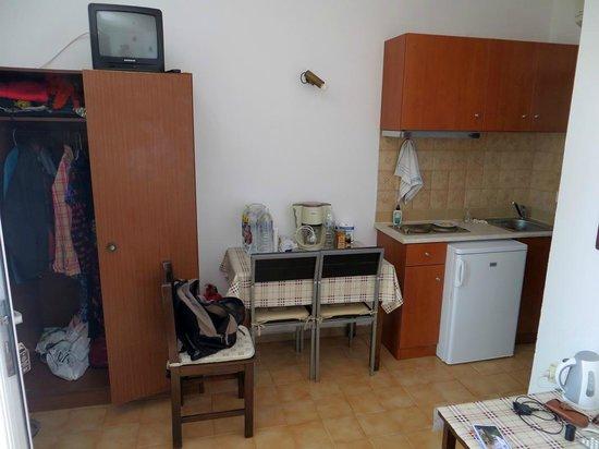 Tselios Apartments: Kochnische